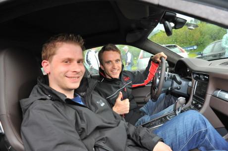 Einer der Höhepunkte für die jungen Leute: Die Taxifahrt mit Le Mans-Sieger Timo Bernhard im Porsche.